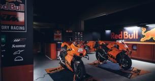 KTM RC8 uitgereikt aan klanten op Jerez