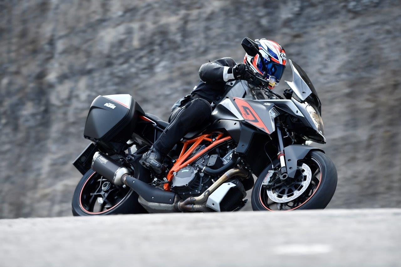 eerste test ktm 1290 super duke gt motoplus. Black Bedroom Furniture Sets. Home Design Ideas